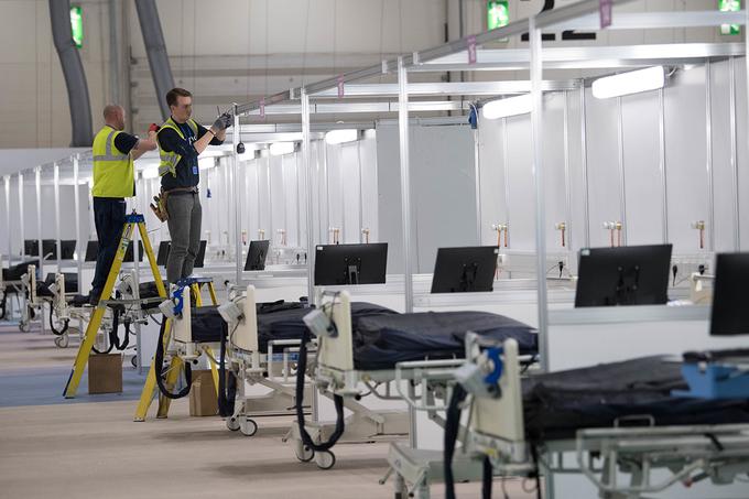 Anh thần tốc xây dựng bệnh viện dã chiến lớn nhất thế giới trong 9 ngày