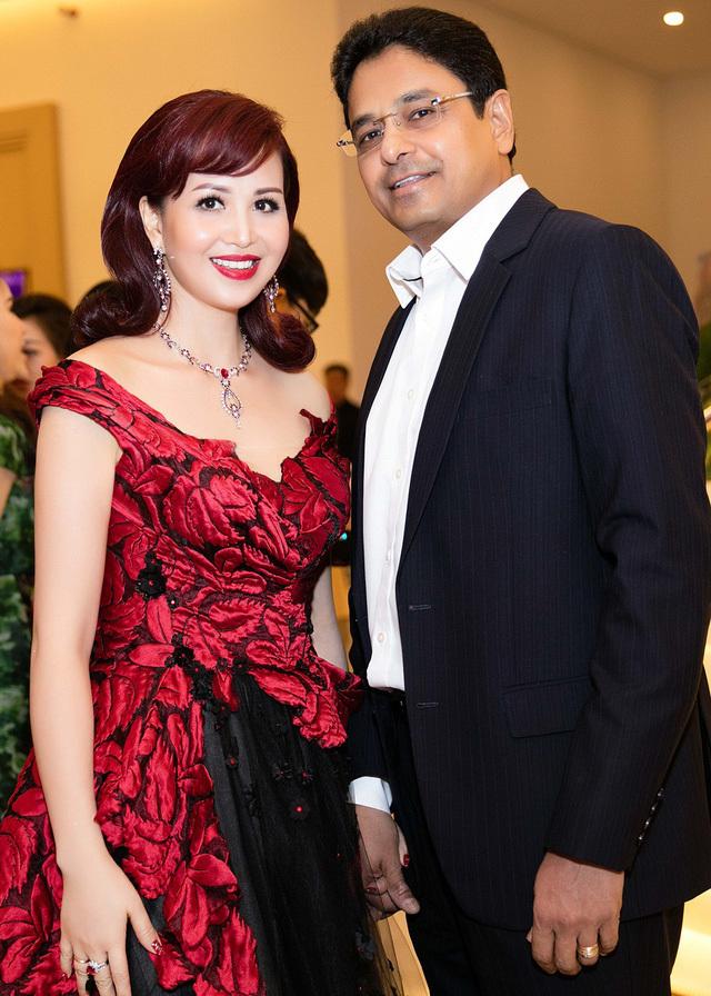 Cuộc sống 'Hoa hậu giỏi ngoại ngữ nhất' VN với chồng Ấn Độ hiện ra sao?
