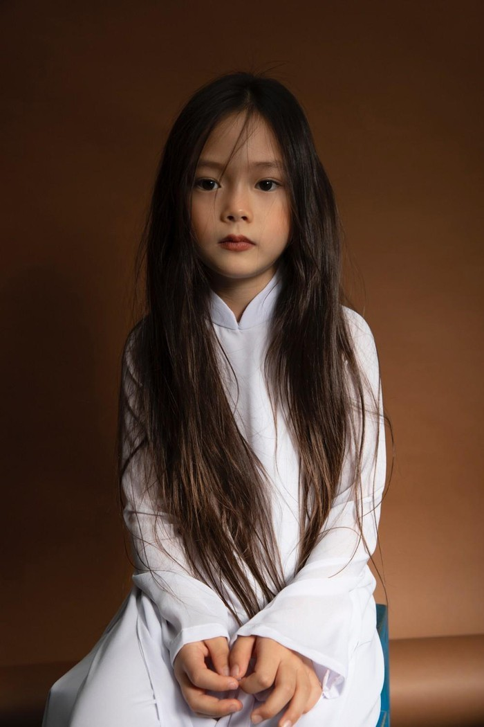 Con gái 6 tuổi lai Tây xinh đẹp của Đoan Trang nói 3 thứ tiếng