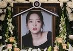 Hành động gây bức xúc của mẹ Goo Hara trong đám tang con gái