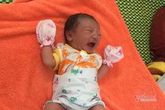 Bé gái nặng 2,9kg được hạ sinh trong khu cách ly ở Huế