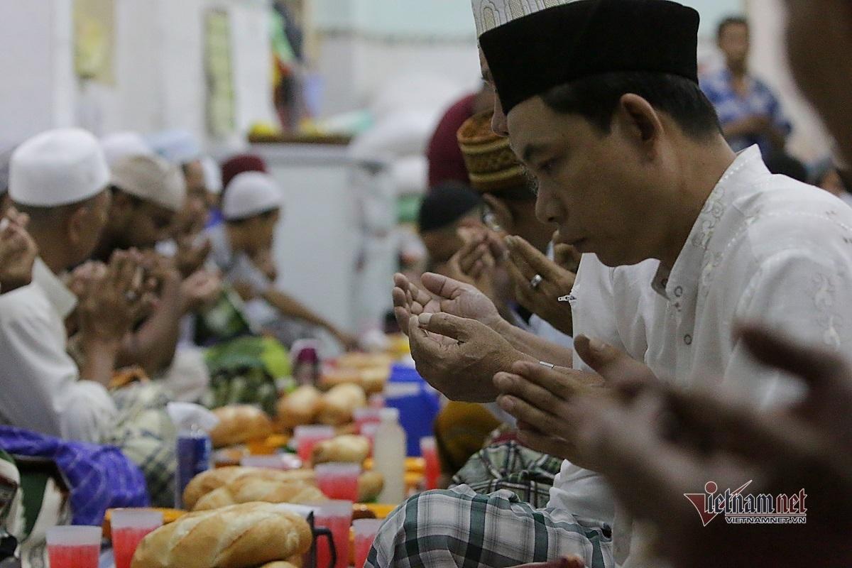 Nỗi khổ bị hiểu lầm của bệnh nhân 100 sống trong khu phố đạo Hồi