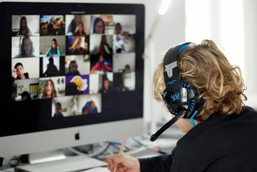 Học trực tuyến qua Zoom: New York cấm, Anh lo ngại