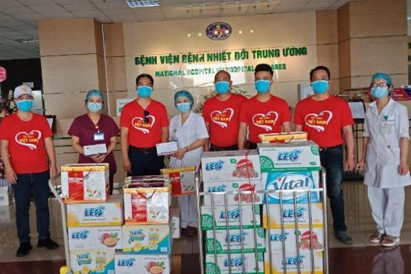 """Vitasco """"tiếp sức"""" lực lượng phòng chống Covid tại Hà Nội hơn 2000 thùng nước"""