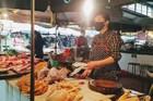 Mua 11.000 đồng, thịt gà công nghiệp được bán với giá 60.000 đồng/kg