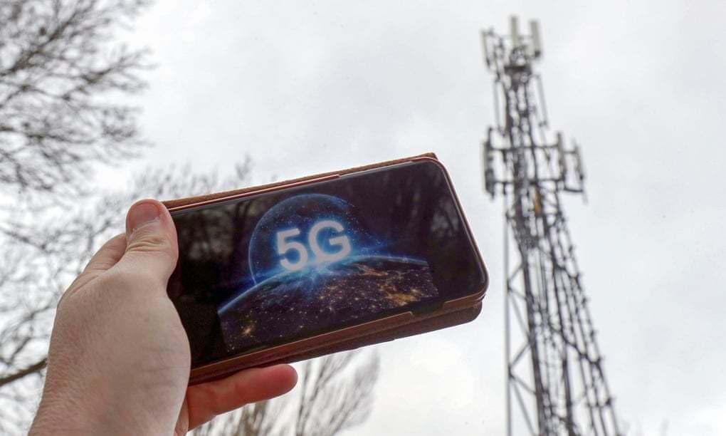 Anh kêu gọi Facebook, WhatsApp, YouTube chống lại thuyết âm mưu về 5G