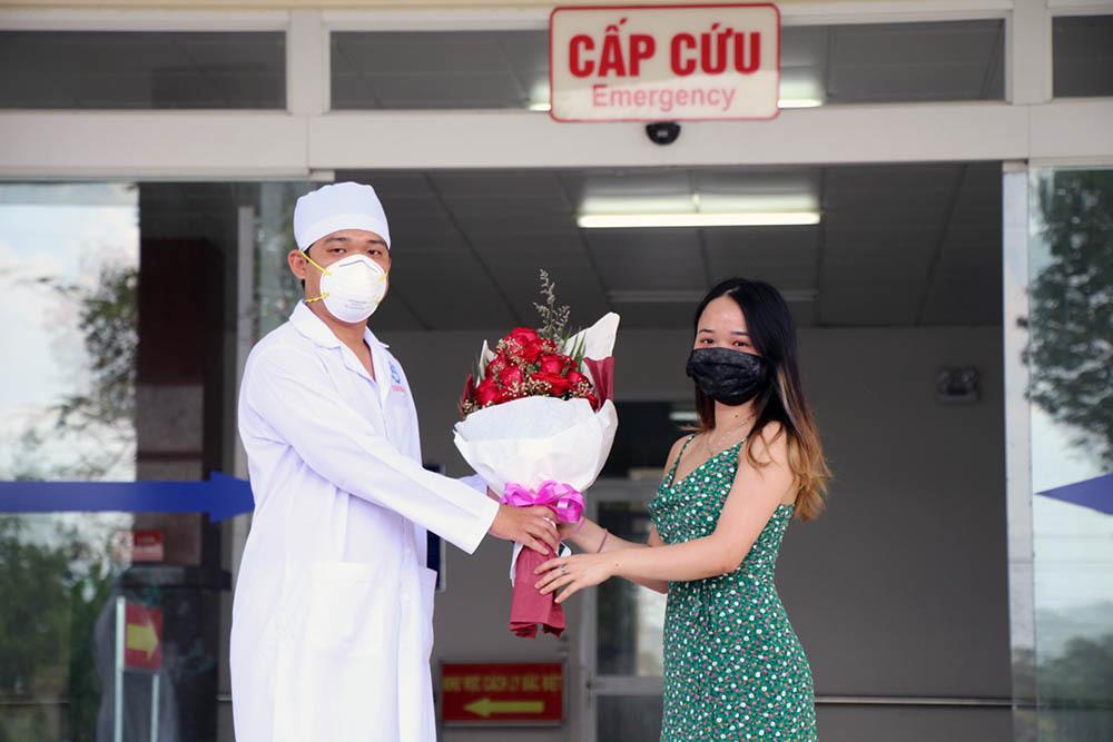 Bệnh nhân 154 cảm động khi được bác sĩ chăm như người nhà