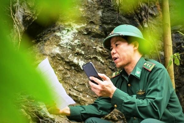 Phòng thu âm giữa vách núi của bộ đội Biên phòng ở Thanh Hóa