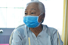 5 cụ bà neo đơn gom tiền ủng hộ chống dịch Covid-19 và hạn mặn