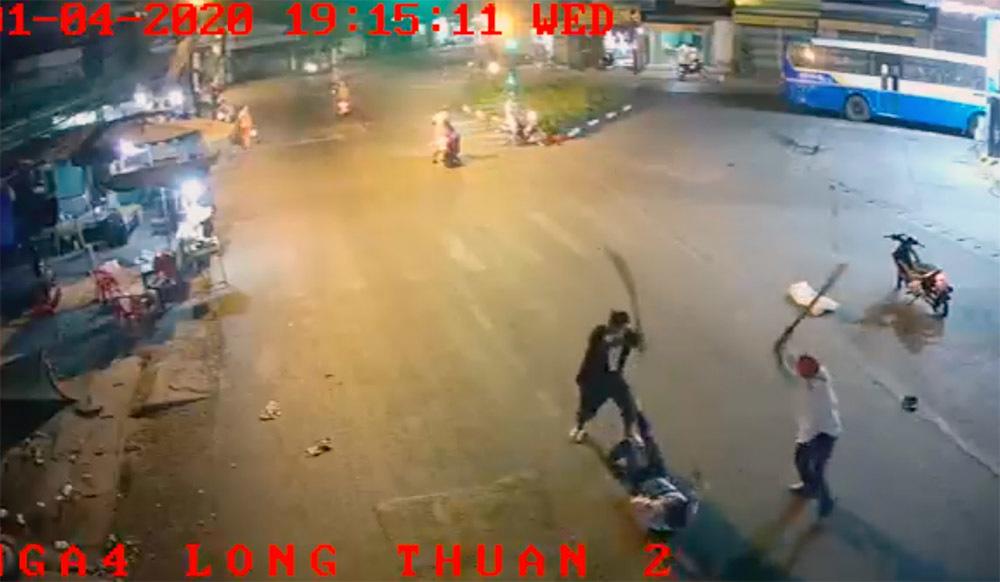 Bắt 2 kẻ chém người đàn ông dã man trước cây xăng