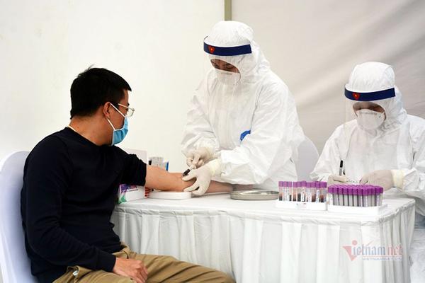 4 ca Covid-19 mới, 1 người khám ở Bạch Mai 23 ngày trước, 95 ca khỏi bệnh