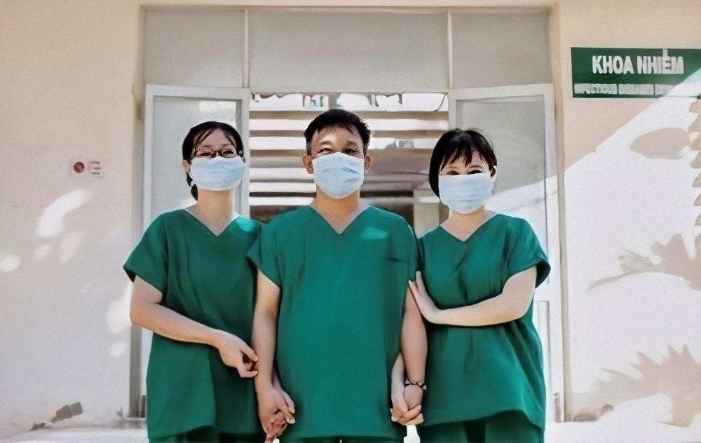 Nữ bác sĩ Bình Thuận khóc oà hạnh phúc khi bệnh nhân Covid-19 âm tính