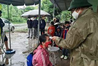 Xe chở 15 người dự đám tang định vượt chốt kiểm soát Covid-19 ở Thanh Hóa