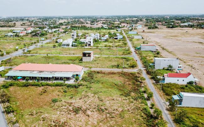 Nhà đầu tư phân vân có nên xuống tiền mua đất giữa mùa dịch?