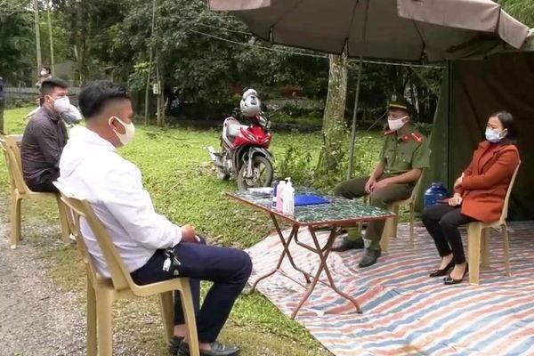 4 thanh niên Thanh Hóa trốn cách ly, thuê ô tô đi tiệc sinh nhật