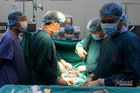 Điều đặc biệt trong ca mổ bệnh nhân ung thư khi Bạch Mai bị cách ly