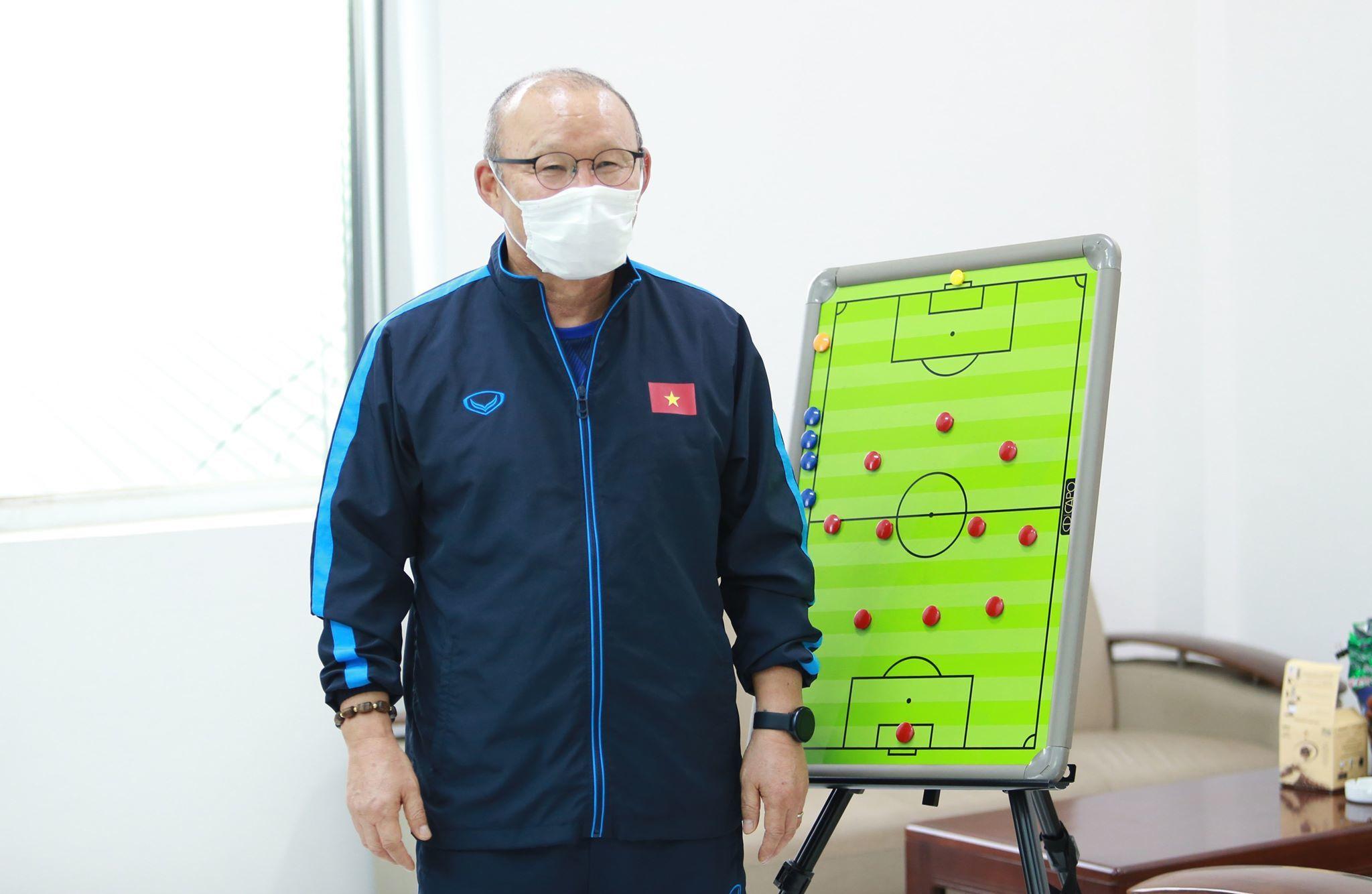 """Thầy Park truyền """"bí kíp"""" luyện tập tại nhà cho cầu thủ thời Covid-19"""