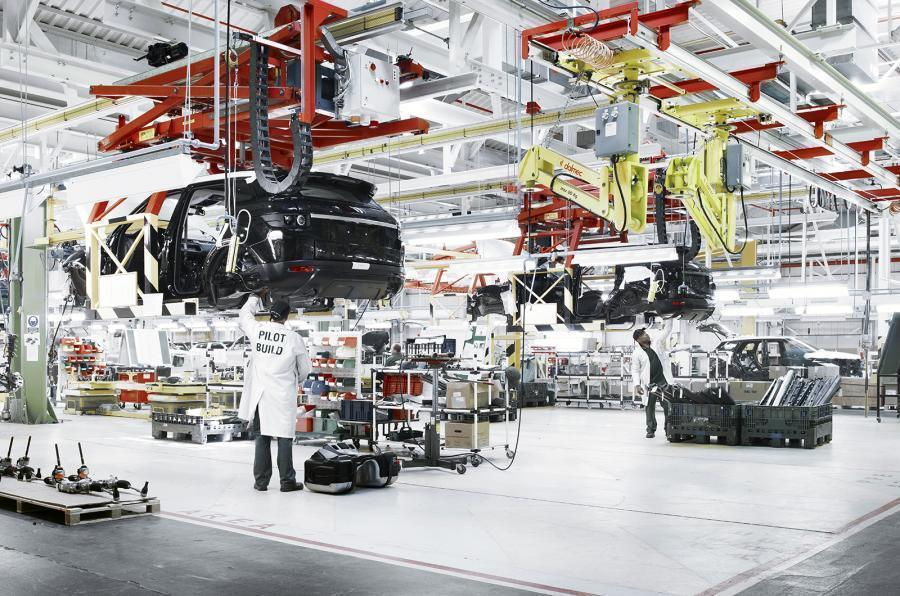 Hàng loạt nhà máy ô tô khắp thế giới đóng cửa, giá xe tăng kỷ lục