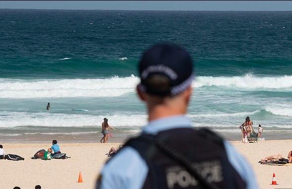 Tụ tập tiệc tùng giữa dịch Covid-19, hai cảnh sát Australia bị phạt