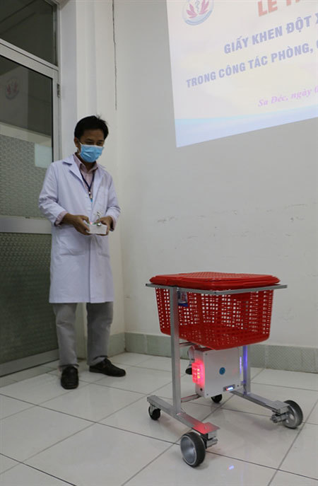 Robot helps keep medical workers safe from coronavirus