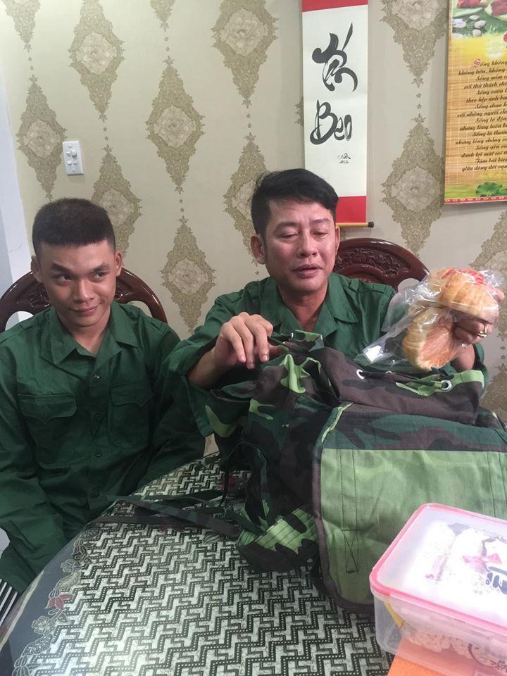 Con trai nghệ sĩ Tấn Beo tình nguyện xin làm việc ở khu cách ly