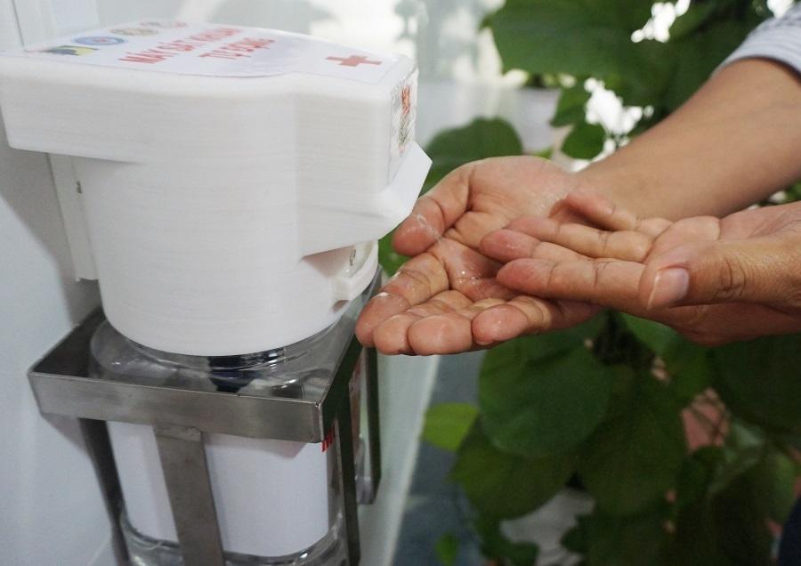 SV chế máy rửa tay sát khuẩn tự động sau 3 ngày bệnh viện đặt hàng