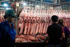 Hàng khan hiếm giảm nguồn về chợ, thịt lợn lại bật tăng mạnh