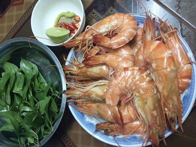 Tôm sú tự nhiên 'khổng lồ' rầm rộ về Sài Gòn, giá rẻ chưa từng thấy