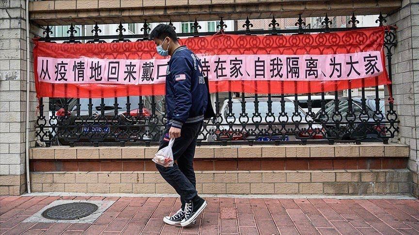 Người Trung Quốc ồ ạt đi du lịch, mua sắm hàng hóa