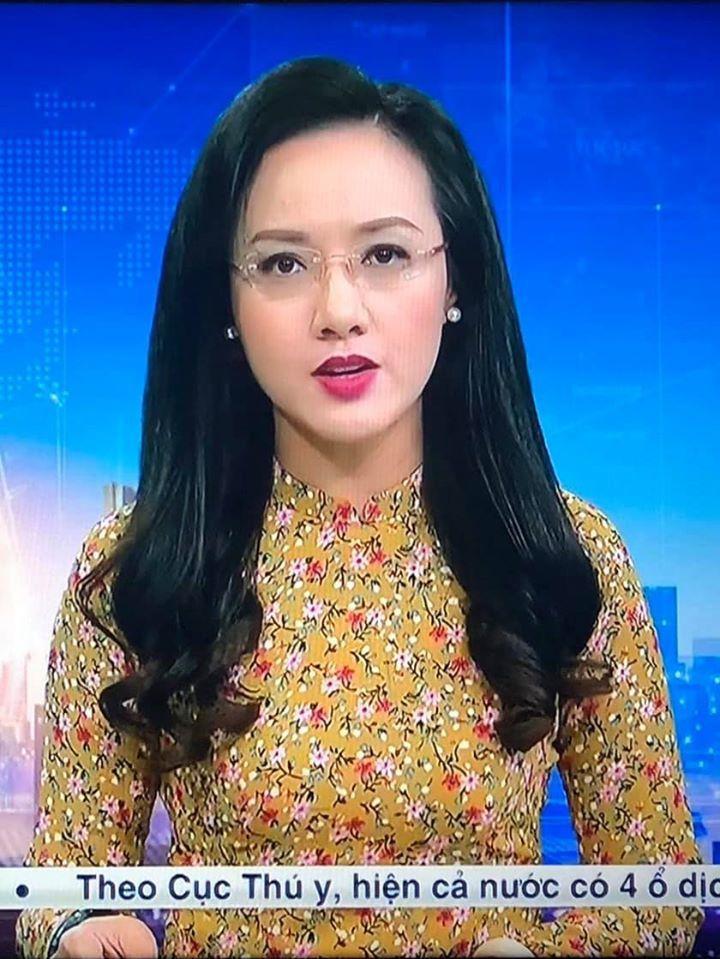 Hậu trường vừa làm việc vừa 'cách ly' tại VTV của BTV Hoài Anh