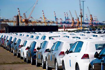 Xe ế đầy bãi, hạ thuế giảm phí... ô tô thời đại hạ giá