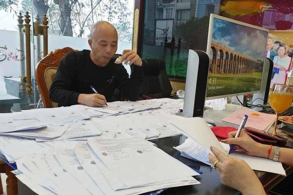 """Vợ chồng Nguyễn Xuân Đường ép người trúng đấu giá """"nhường"""" lại đất"""