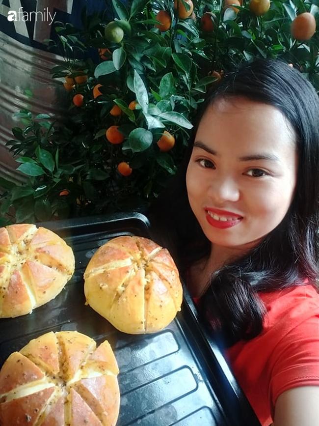 Thất nghiệp mùa dịch, bà nội trợ làm bánh mỳ bơ tỏi đút túi chục triệu/tháng