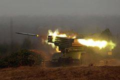 """Xem hệ thống phóng hỏa tiễn đa lớp của Nga """"khạc lửa"""" nhấn chìm mục tiêu"""