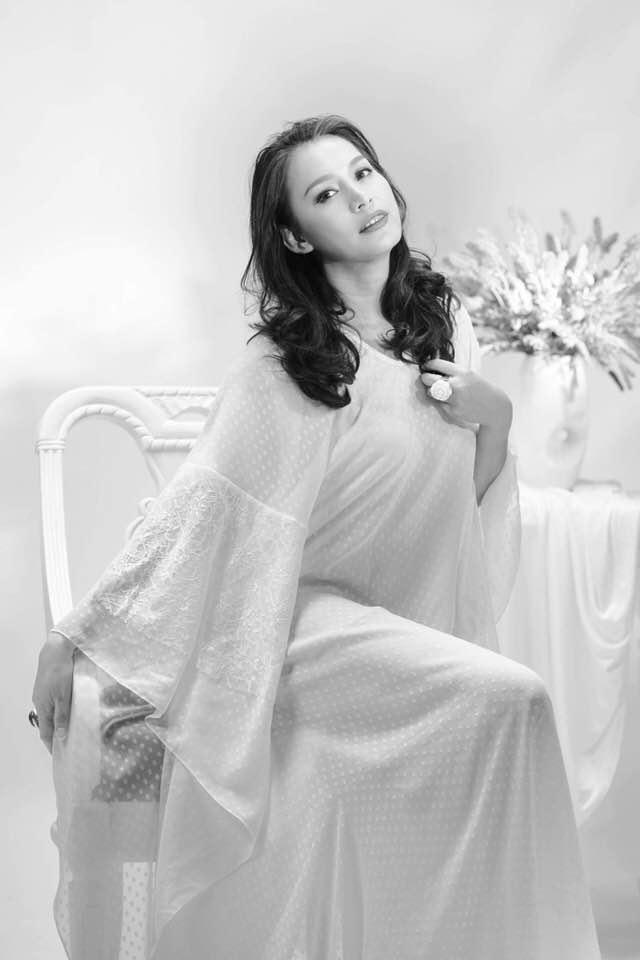 Hoa hậu Ngọc Khánh từ bỏ showbiz làm nông dân bên Mỹ với chồng Tây