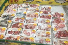 Thịt heo nhập khẩu giá rẻ bày bán đầy các cửa hàng
