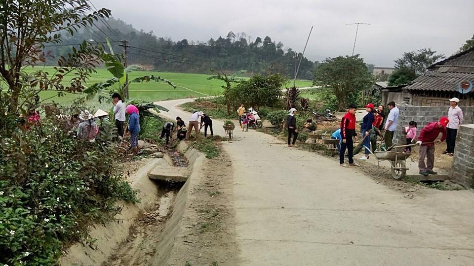 Nông dân Tân Nam thoát nghèo nhờ có đường bê tông liên thôn