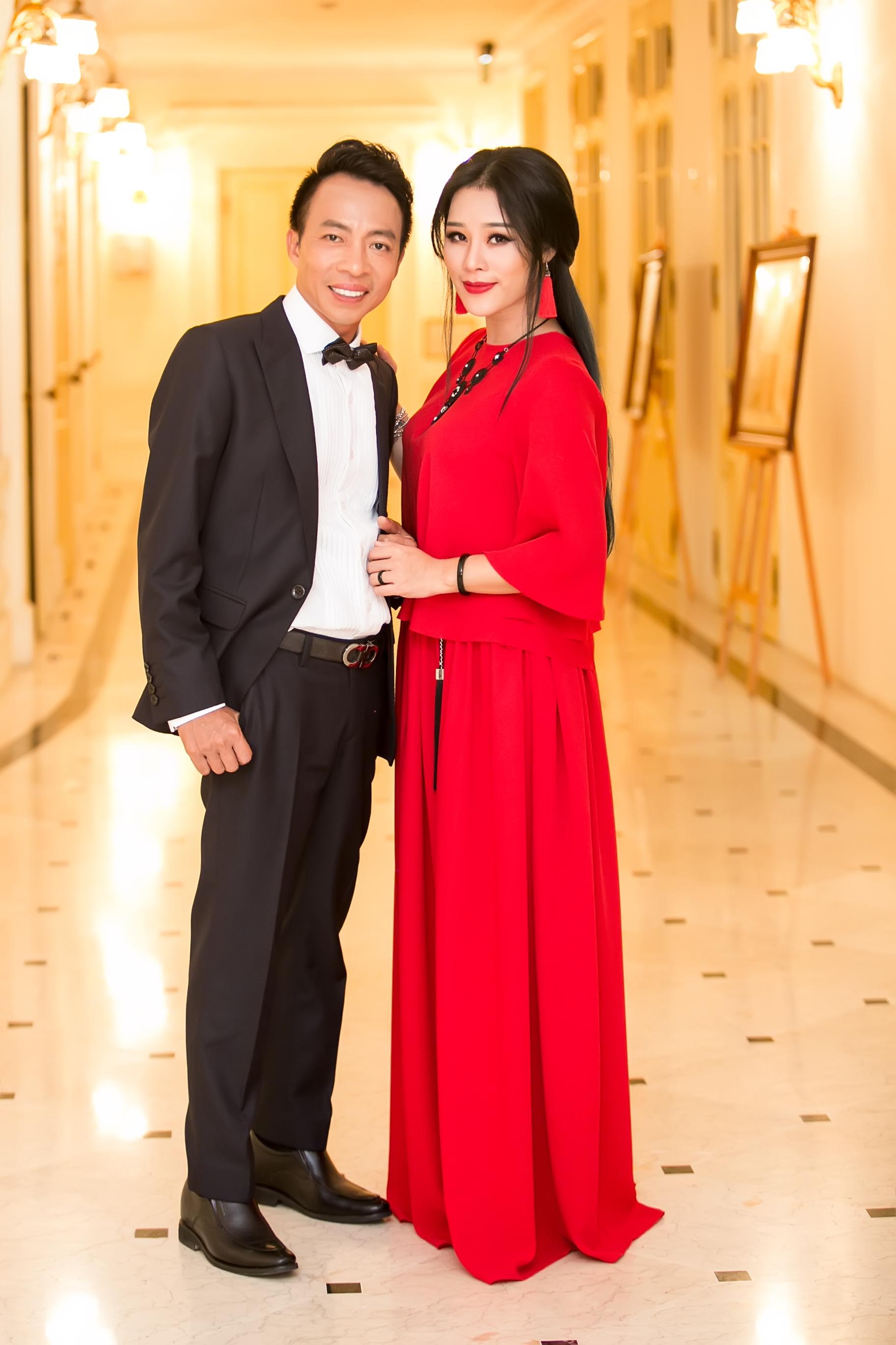 Vợ kém 18 tuổi của ca sĩ Việt Hoàn từng vỡ mộng đòi ly dị chồng - Ảnh 1.