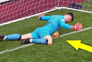 """Top 10 thủ môn cứu thua khó tin nhờ """"bàn tay thứ 3"""""""