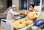 Nhận cuộc gọi khẩn, Đại úy cảnh sát tức tốc đi hiến máu cực hiếm