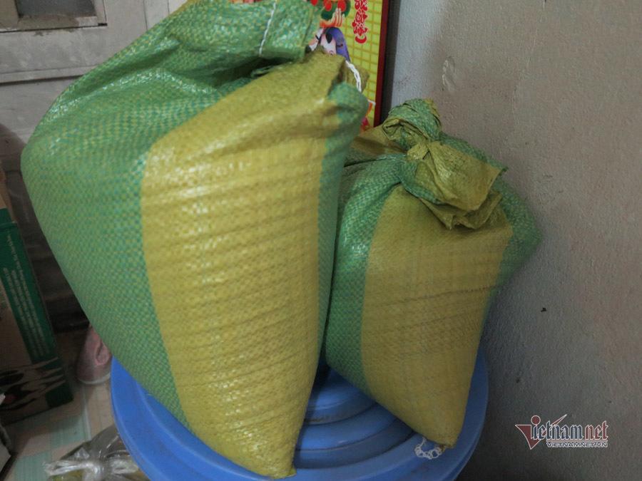Chị phụ hồ nhận hỗ trợ gạo, tiền nhà trọ, còn được giới thiệu việc làm