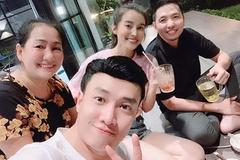 """Cao Thái Hà bất ngờ xuất hiện trong tiệc sinh nhật thân mật mẹ Quốc Trường, nhìn là muốn """"đẩy thuyền"""" rồi!"""