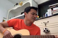 Kiatisuk trổ tài đệm đàn hát hit của Mỹ Tâm cực chất