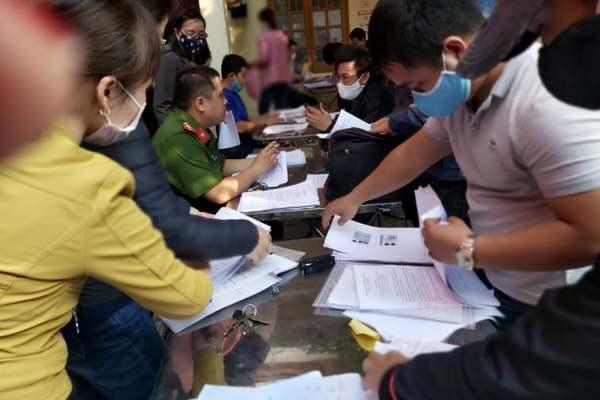 Doanh nghiệp chen lấn làm thủ tục, Hải Phòng dừng giấy phép ra vào TP