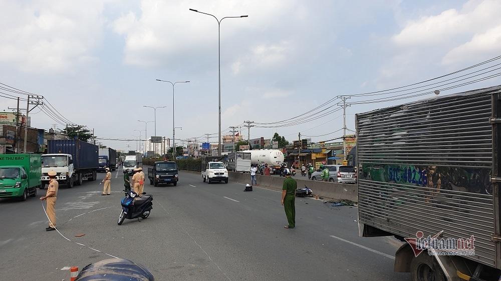 Tông mạnh vào đầu xe tải văng xa 20m, thanh niên thiệt mạng