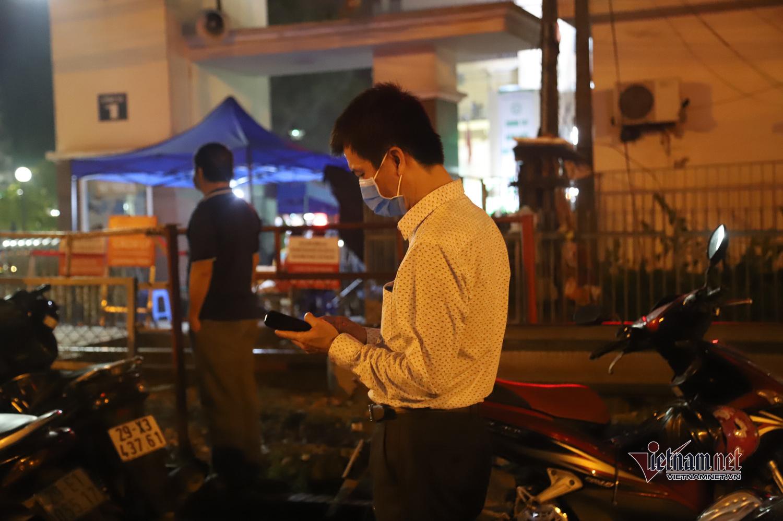 Đêm 'vui hơn Tết' ở Bạch Mai và cuộc hội ngộ chớp nhoáng gia đình 3 người