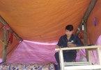 Ethnic minority student builds tent to study online