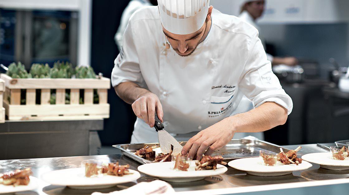 Ăn nồi lẩu, điều đầu bếp 5 sao đến tận nhà phục vụ