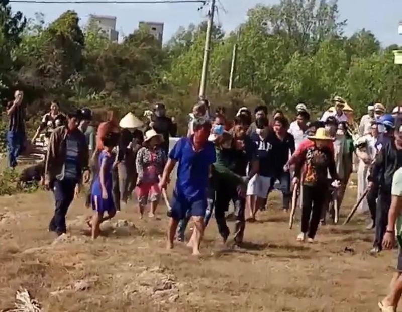 Hỗn chiến trong lúc đưa tang, nhiều người bị thương