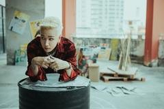 Lou Hoàng tung MV mới giữa lúc showbiz Việt đóng băng